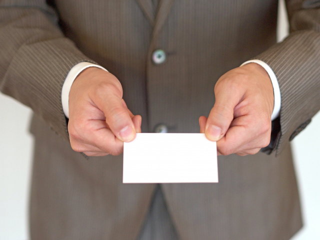 カードや名刺の型抜き加工「トムソン抜き」について
